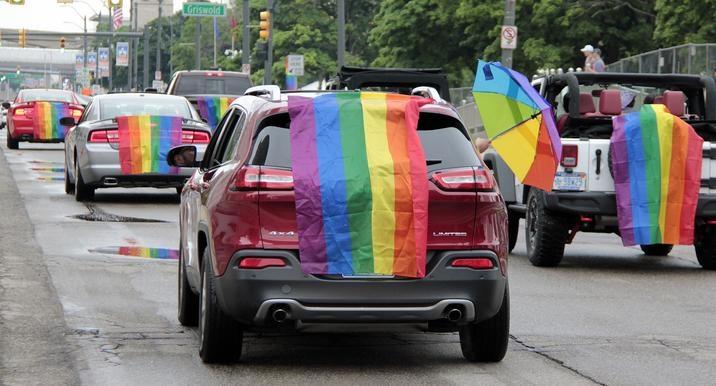 """Jeep y el """"Motor City Pride"""", un Trolebús de emociones del grupo LGBTQ en Michigan"""
